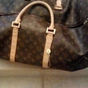 LV baggage excellent condition, zipper works
